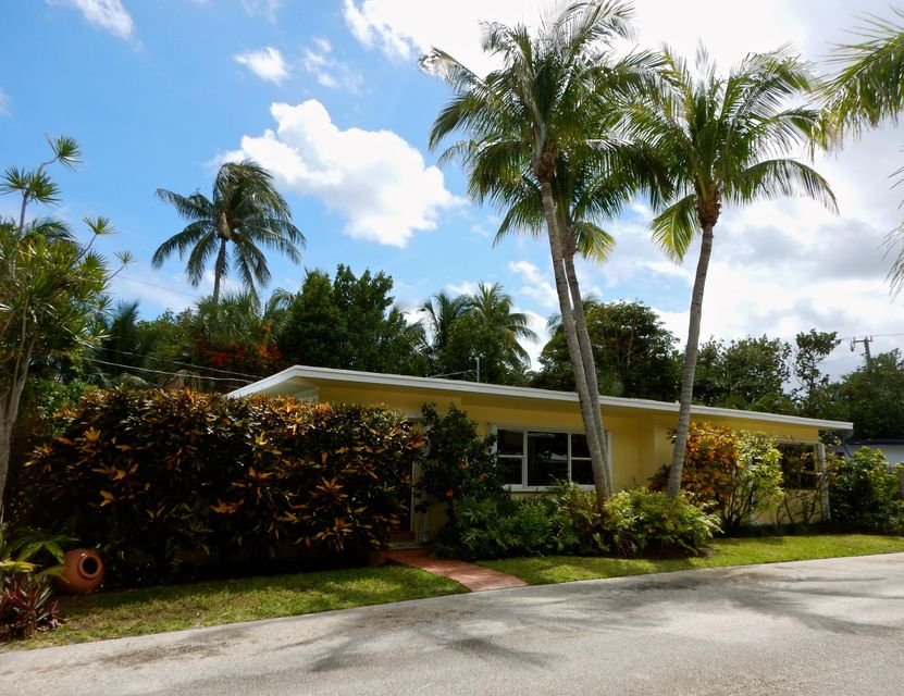4 Bel Air Drive, Boynton Beach, FL 33435