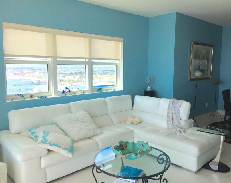 Additional photo for property listing at 2640 Lake Shore Drive 2640 Lake Shore Drive Riviera Beach, Florida 33404 Vereinigte Staaten