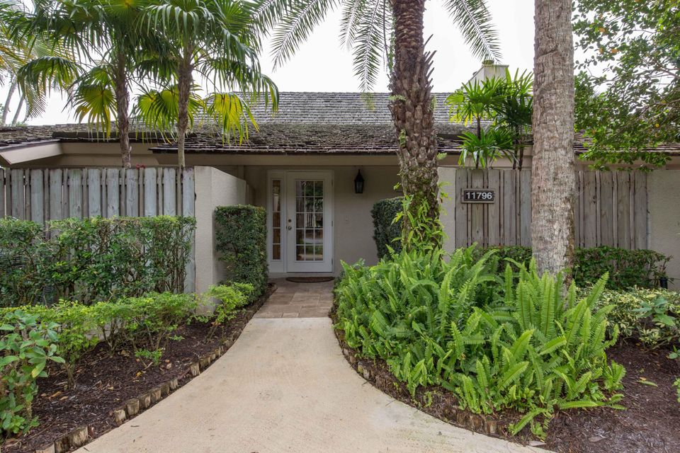Villa for Sale at 11796 Wimbledon Circle 11796 Wimbledon Circle Wellington, Florida 33414 United States