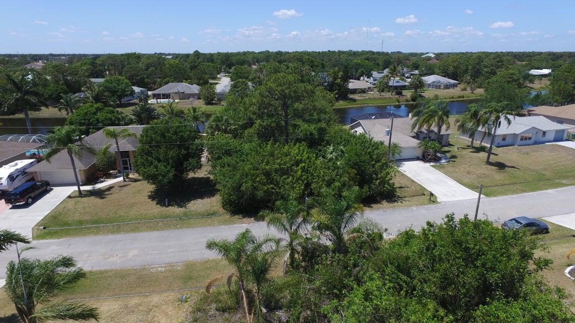 土地,用地 为 销售 在 2532 SE Marius Street 2532 SE Marius Street 圣露西港, 佛罗里达州 34952 美国