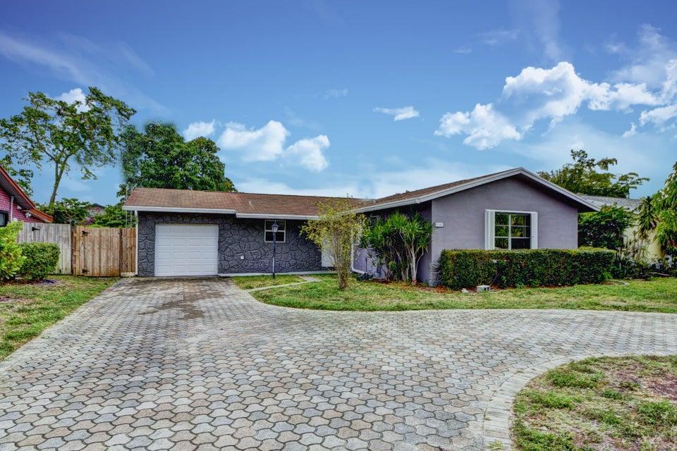 9742 SW 1st Place, Boca Raton, FL 33428