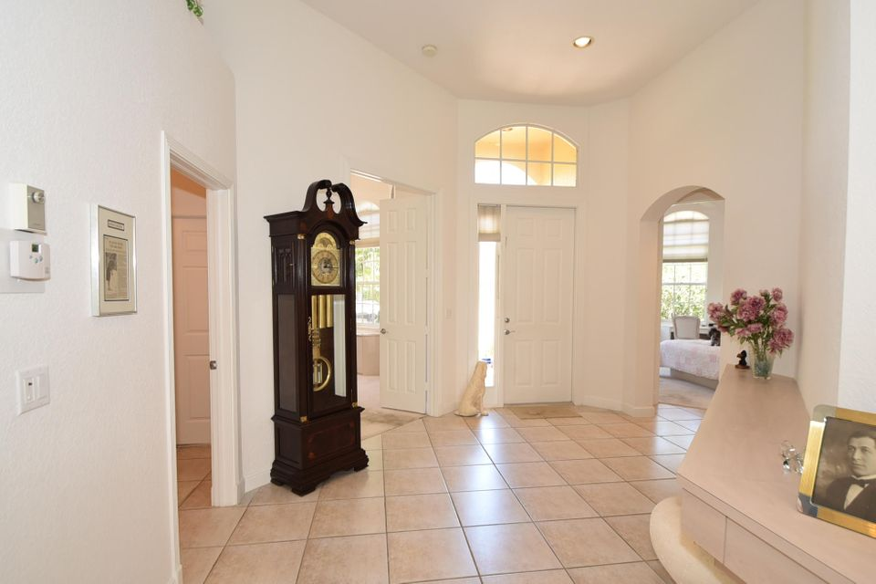 Front Entrance  Foyer