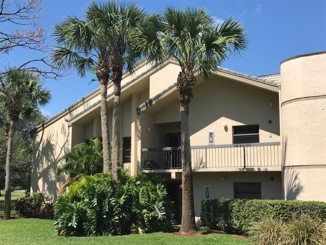 Cooperativa / condomínio para Venda às 9450 Meadowood Drive 9450 Meadowood Drive Fort Pierce, Florida 34951 Estados Unidos