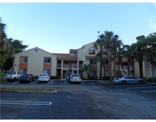 Konsum / Eigentumswohnung für Verkauf beim 1095 The Pointe Drive 1095 The Pointe Drive West Palm Beach, Florida 33409 Vereinigte Staaten
