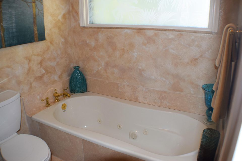 Master Bath bathtub