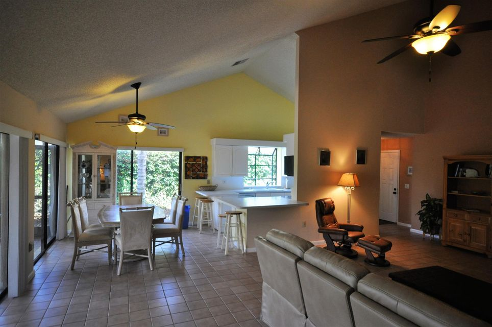 Additional photo for property listing at 114 Sand Pine Drive 114 Sand Pine Drive Jupiter, Florida 33477 United States