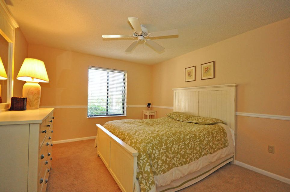 Additional photo for property listing at 114 Sand Pine Drive 114 Sand Pine Drive Jupiter, Florida 33477 États-Unis
