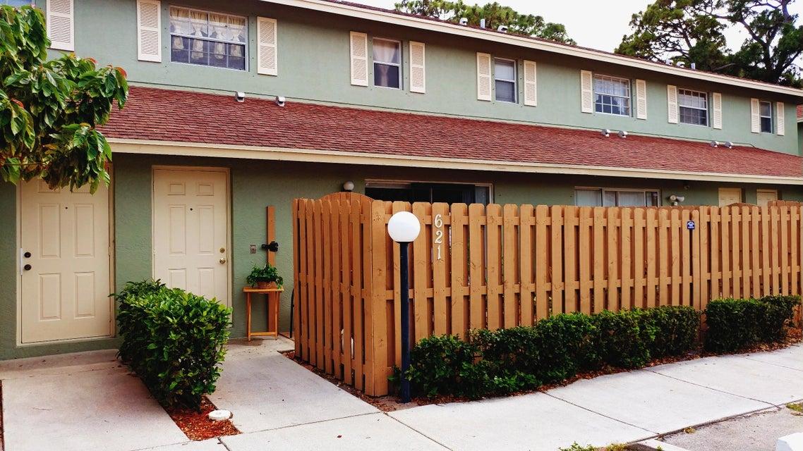 621 Cypress Way W, Palm Springs, FL 33406