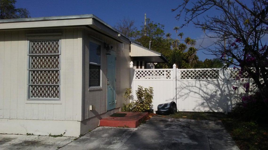 5070 San Castle Boulevard, Lantana, FL 33462