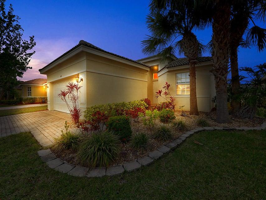 692 NW Stanford Lane, Port Saint Lucie, FL 34983