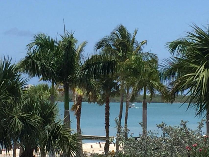 35 Harbour Isle Drive W 204, Hutchinson Island, FL 34949