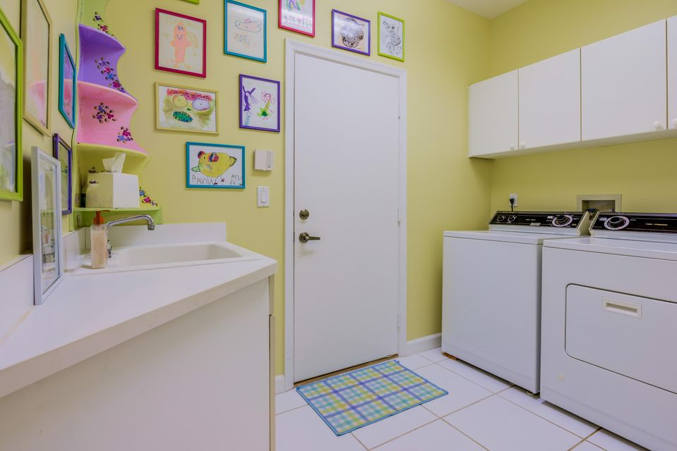 22_laundry-room_8256 Heritage Club Drive