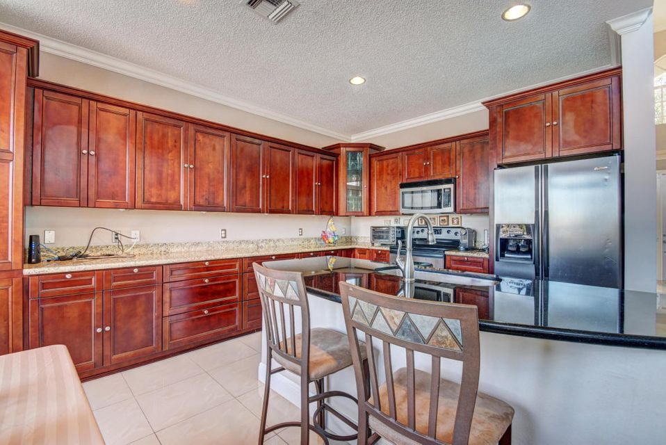10854 Tamoron - Kitchen