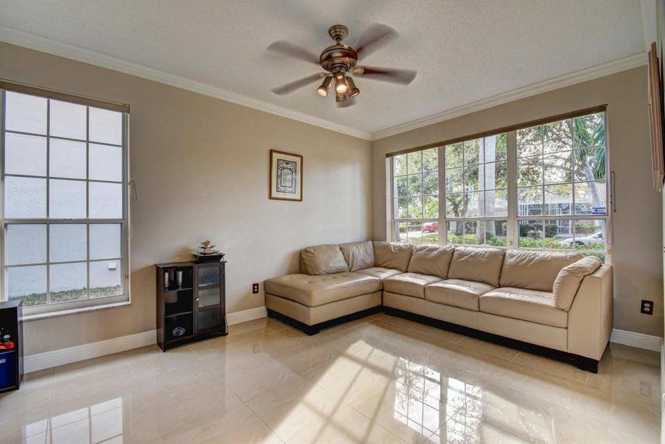 10854 Tamoron - Living Room