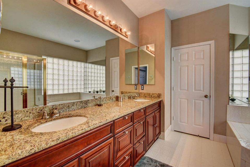 10854 Tamoron - Master Bath