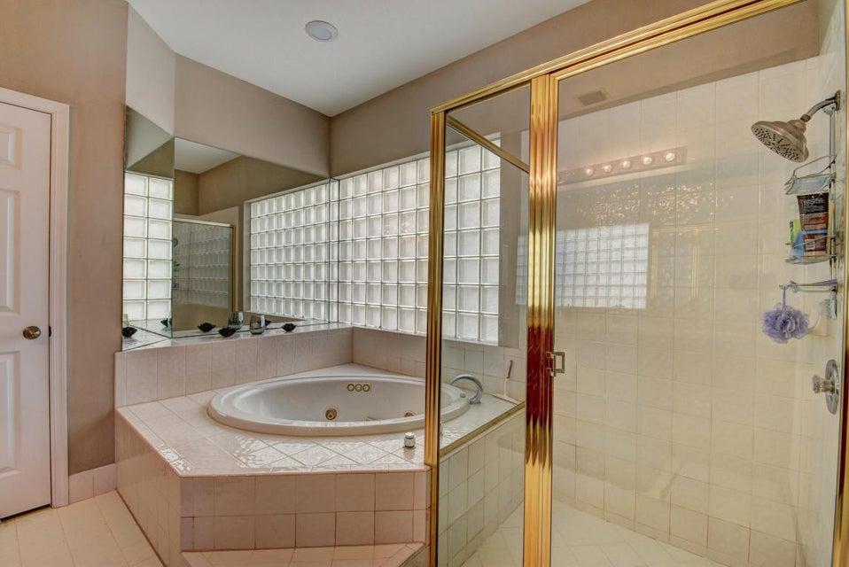 10854 Tamoron - Master Bath-Tub-Shower