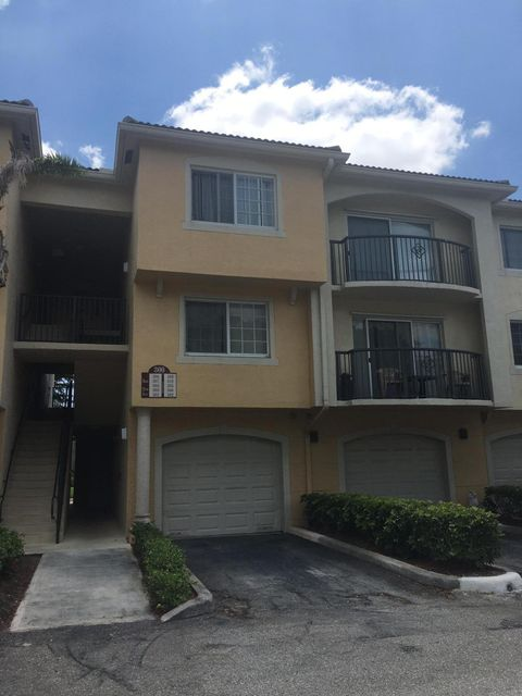 Co-op / Condominio por un Alquiler en 300 N Crestwood Court N 300 N Crestwood Court N Royal Palm Beach, Florida 33411 Estados Unidos