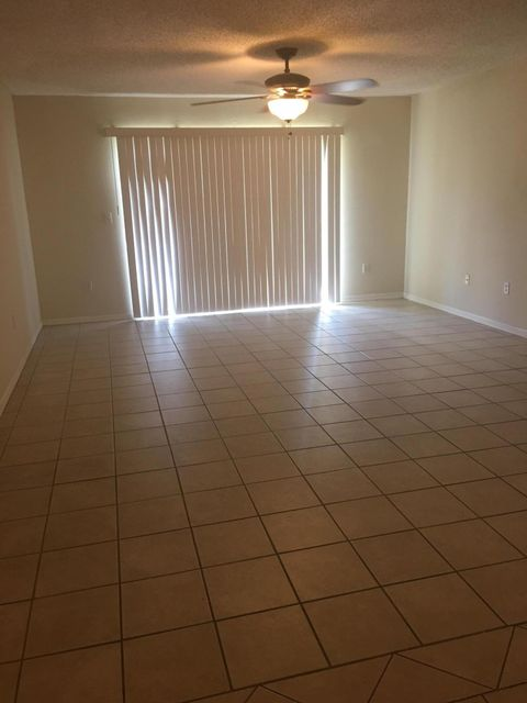 Additional photo for property listing at 300 N Crestwood Court N 300 N Crestwood Court N Royal Palm Beach, Florida 33411 United States