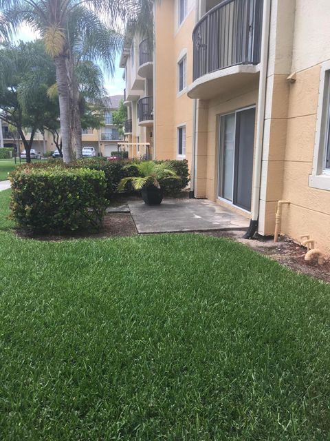 Additional photo for property listing at 300 N Crestwood Court N 300 N Crestwood Court N Royal Palm Beach, Florida 33411 Estados Unidos