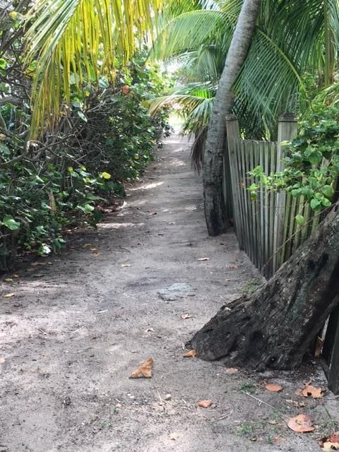 Additional photo for property listing at 104 N Beach Road 104 N Beach Road Hobe Sound, Флорида 33455 Соединенные Штаты