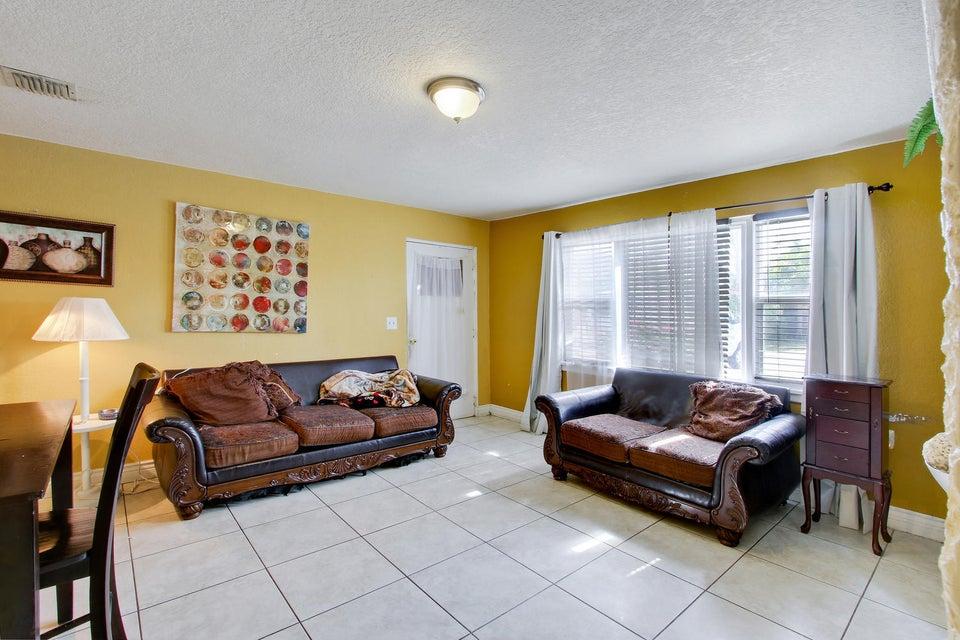 821 Hi, Lake Worth, FL 33461