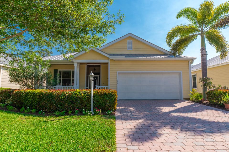 556 NE Canoe Park Circle, Port Saint Lucie, FL 34983