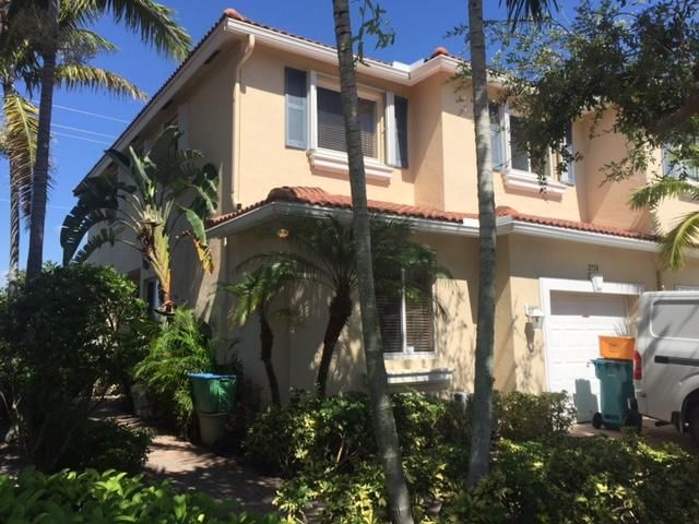 2758 S Evergreen Circle, Boynton Beach, FL 33426