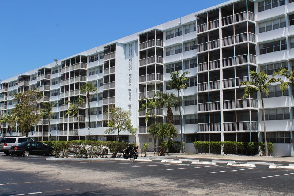 700 NW 214th Street 211, Miami Gardens, FL 33169