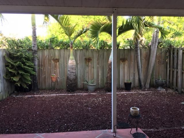 Additional photo for property listing at 7377 NW 174th Terrace  Hialeah, Florida 33015 États-Unis