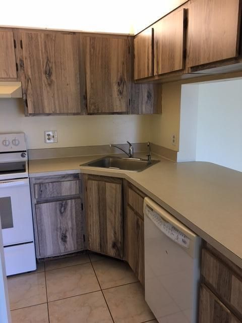 Additional photo for property listing at 624 Sea Pine Way 624 Sea Pine Way Greenacres, Florida 33415 United States