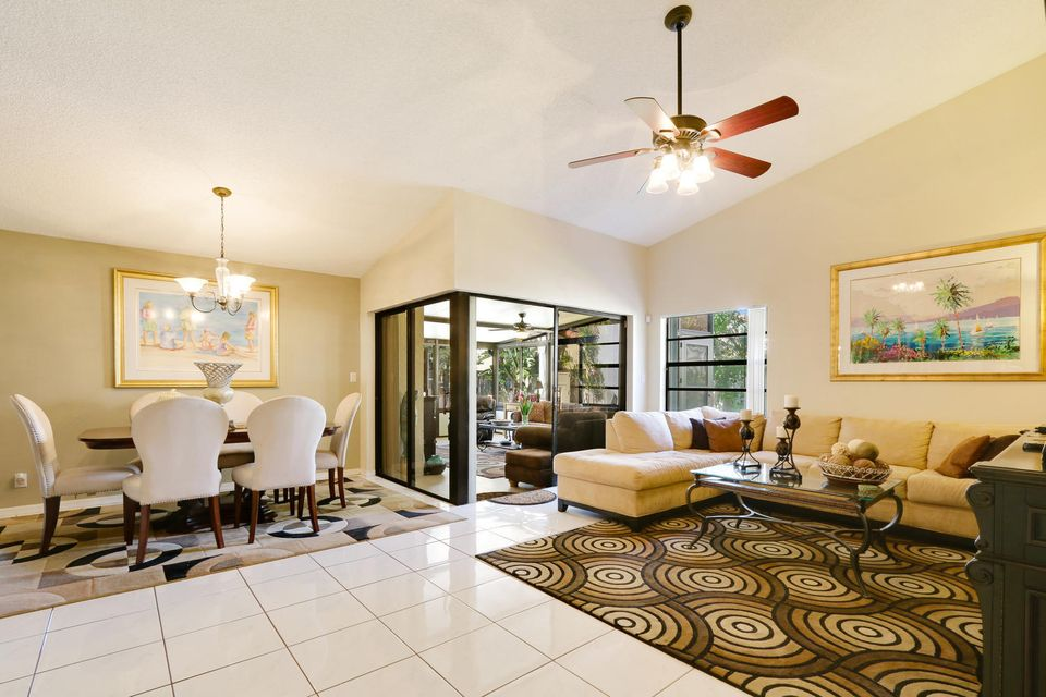 2155 NW 12th St Delray Beach-large-004-1