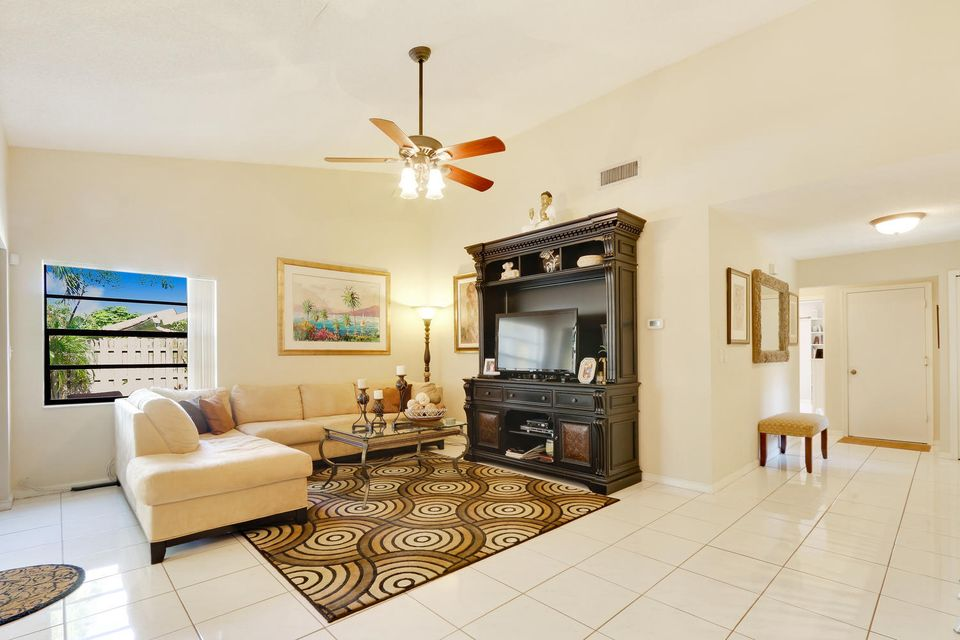2155 NW 12th St Delray Beach-large-006-1