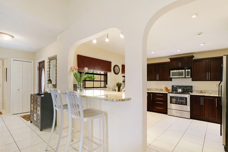 2155 NW 12th St Delray Beach-large-007-9
