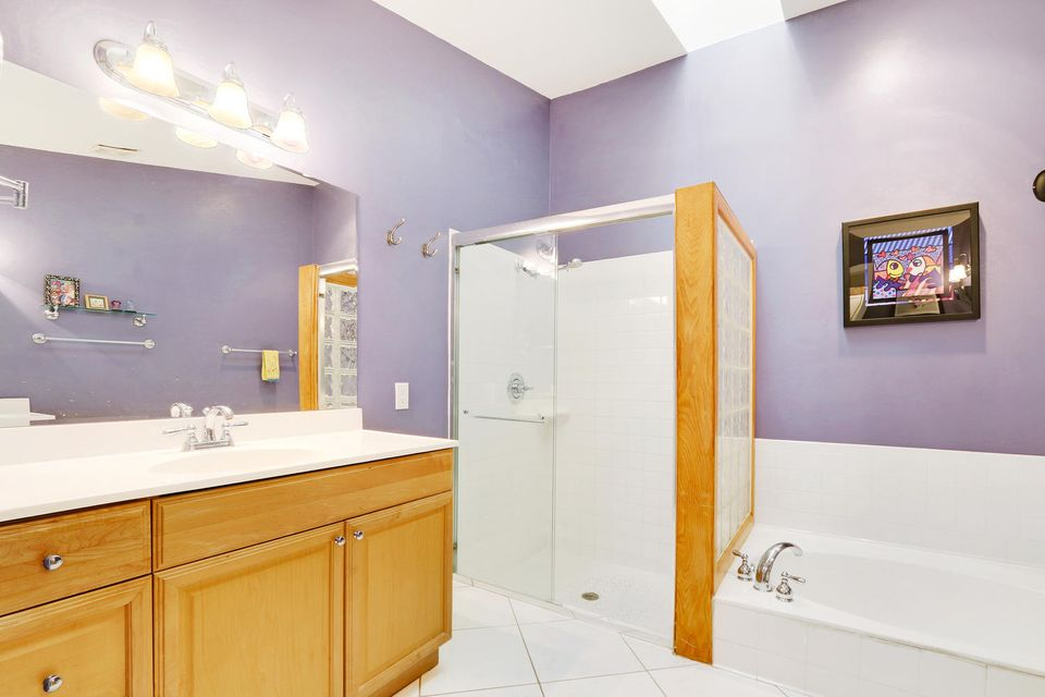 2155 NW 12th St Delray Beach-large-011-1