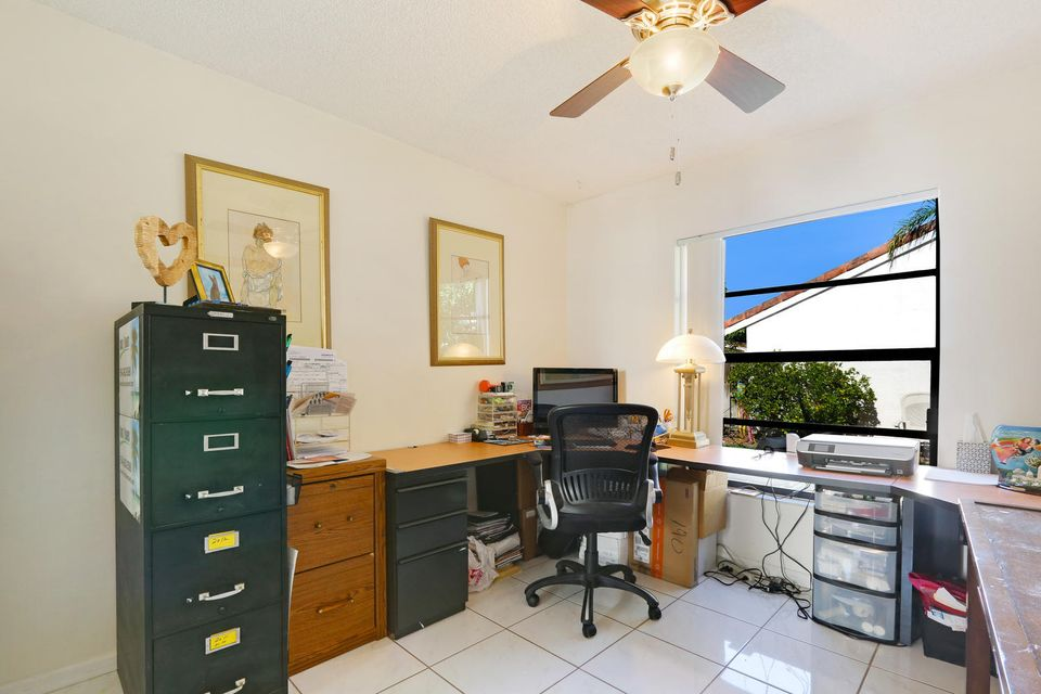 2155 NW 12th St Delray Beach-large-013-2