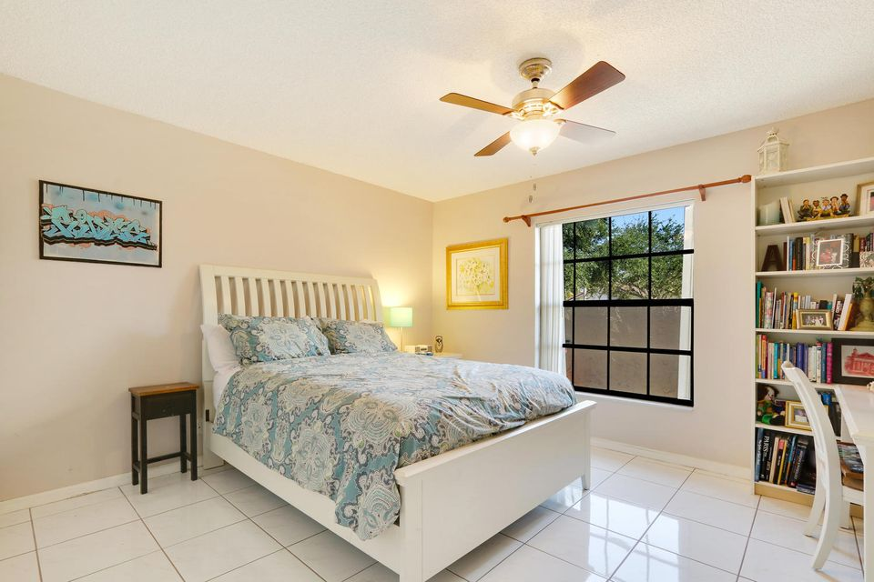 2155 NW 12th St Delray Beach-large-014-2