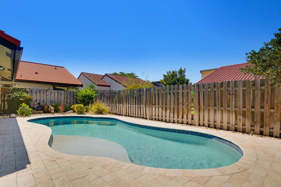 2155 NW 12th St Delray Beach-large-018-2
