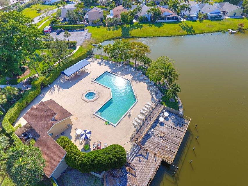 2155 NW 12th St Delray Beach-large-026-4
