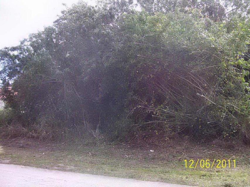220 NE Surfside Avenue - Port Saint Lucie, Florida
