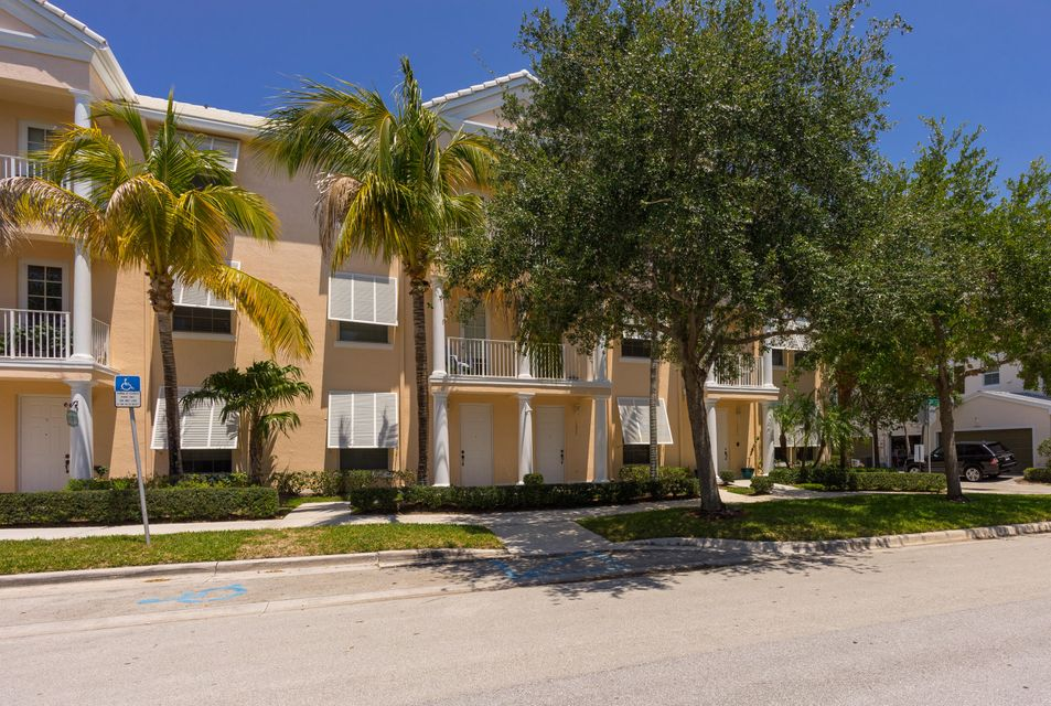 1525 Cades Bay Avenue, Jupiter, FL 33458