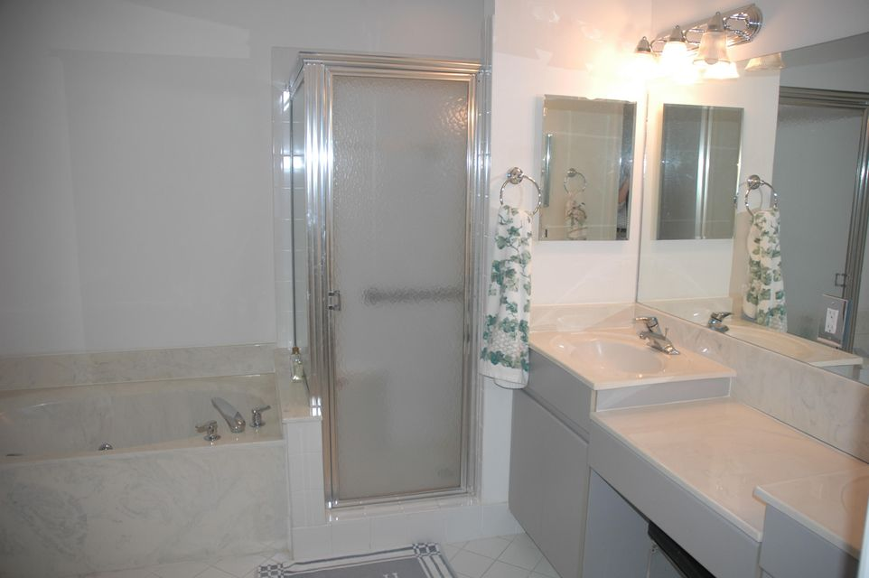 Additional photo for property listing at 12450 Crystal Pointe Drive  Boynton Beach, Florida 33437 United States