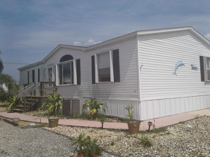 8267 SE Swan Avenue 8267 SE Swan Avenue Hobe Sound, Florida 33455 United States