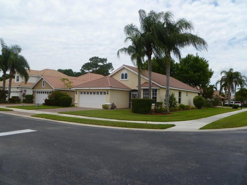 700 SW Saint Vincent Cove, Port Saint Lucie, FL 34986