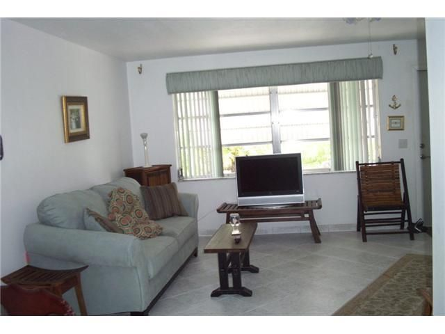 Additional photo for property listing at 2389 SW 8th Avenue 2389 SW 8th Avenue Boynton Beach, Florida 33426 United States