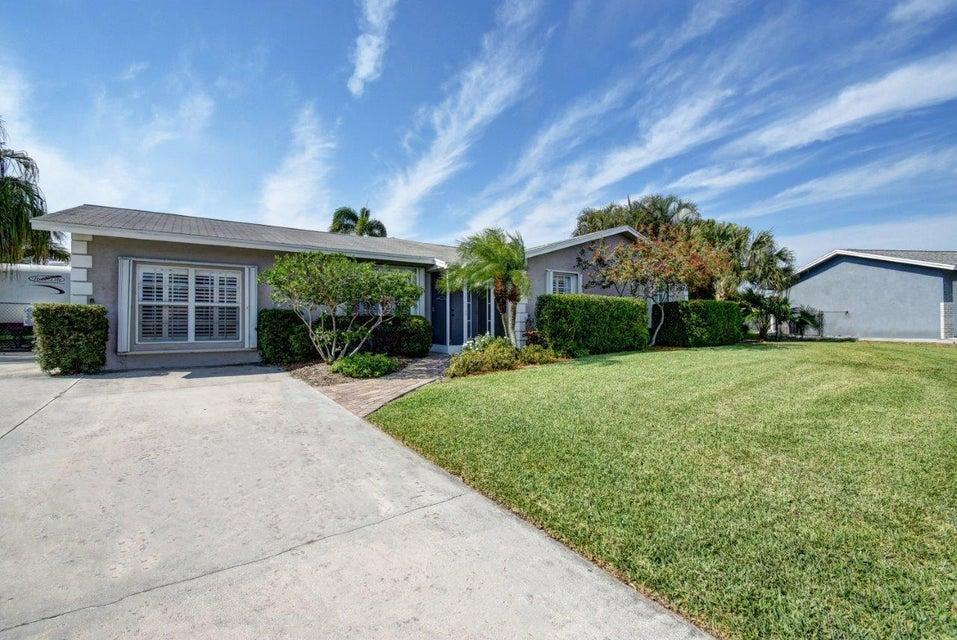 5185 Saint John Avenue N, Boynton Beach, FL 33472