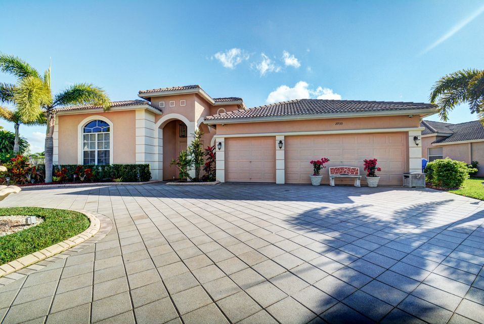 2933 E Fontana Ct, Royal Palm Beach, FL 33411