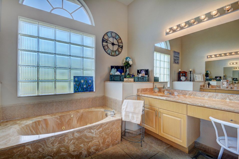 Additional photo for property listing at 2933 E Fontana Court  Royal Palm Beach, Florida 33411 Estados Unidos