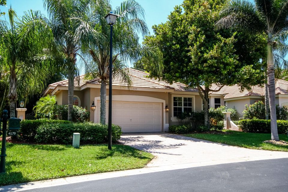 Maison unifamiliale pour l Vente à 4179 Imperial Club Lane Lake Worth, Florida 33449 États-Unis