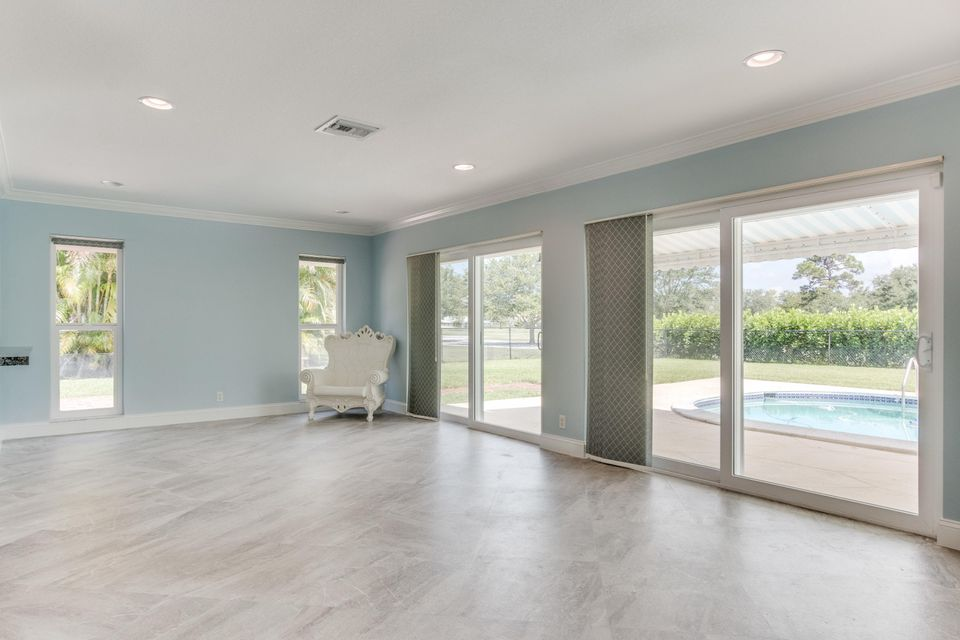 Additional photo for property listing at 513 S Country Club Drive 513 S Country Club Drive Atlantis, Florida 33462 United States