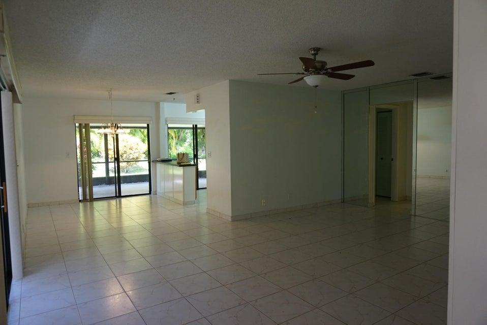 5135 Mirror Lakes Boulevard Boynton Beach, FL 33472 - photo 4
